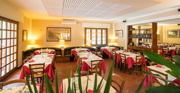 Toscane - HOTEL TRE CASTELLI - Ampia Sala Ristorante Finemente Arredata - Gallicano (LU)