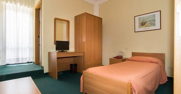 Toscane - HOTEL TRE CASTELLI - Camere Dotate di Wi-Fi, Servizi Privati, TV, Aria Condizionata e Asciuga Capelli - Gallicano (LU)